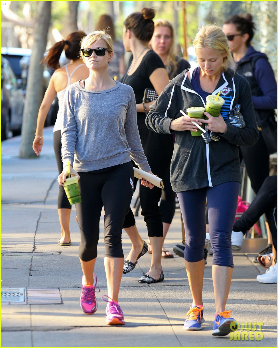 reese witherspoon naomi watts yoga workout buddies 12