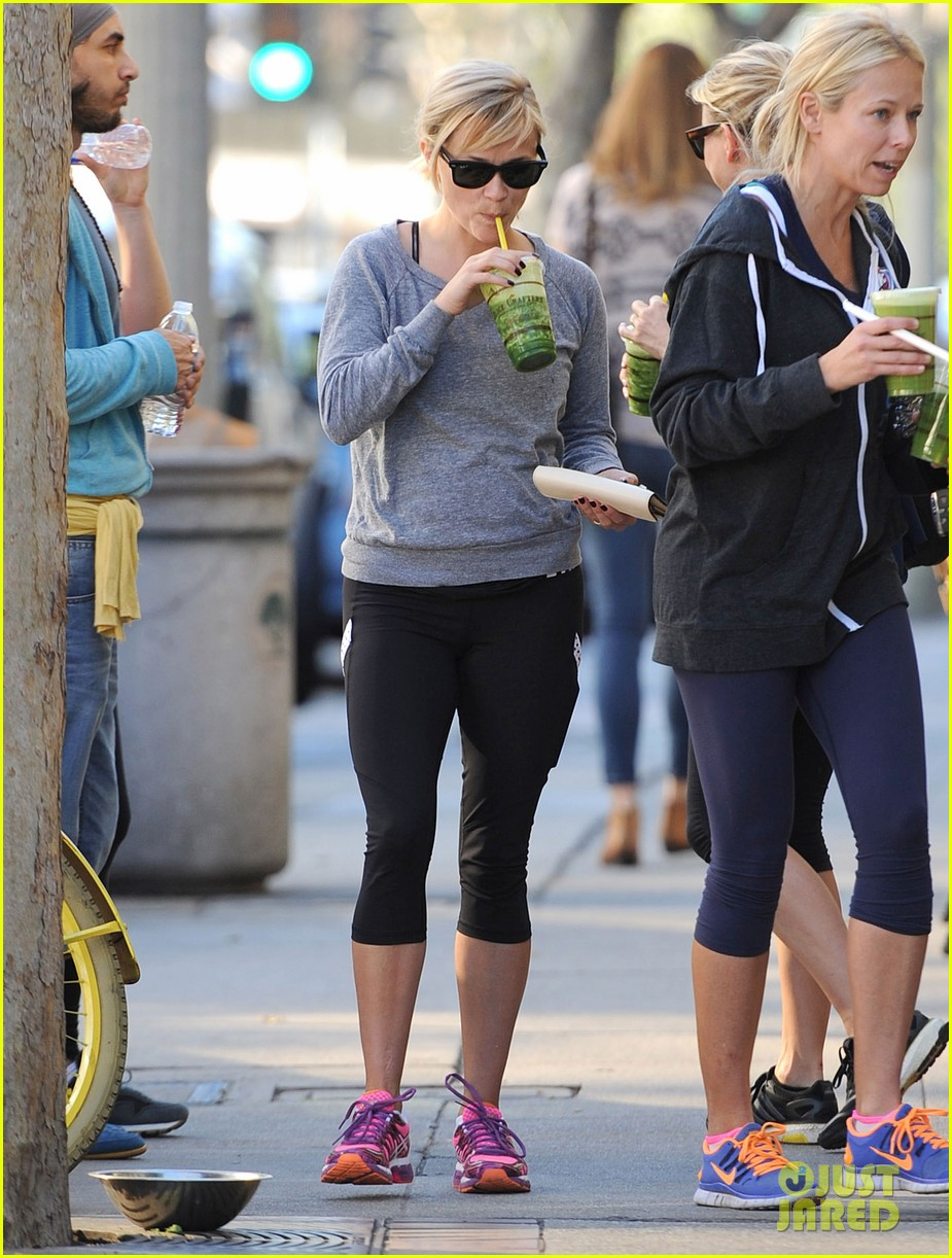 reese witherspoon naomi watts yoga workout buddies 153032157
