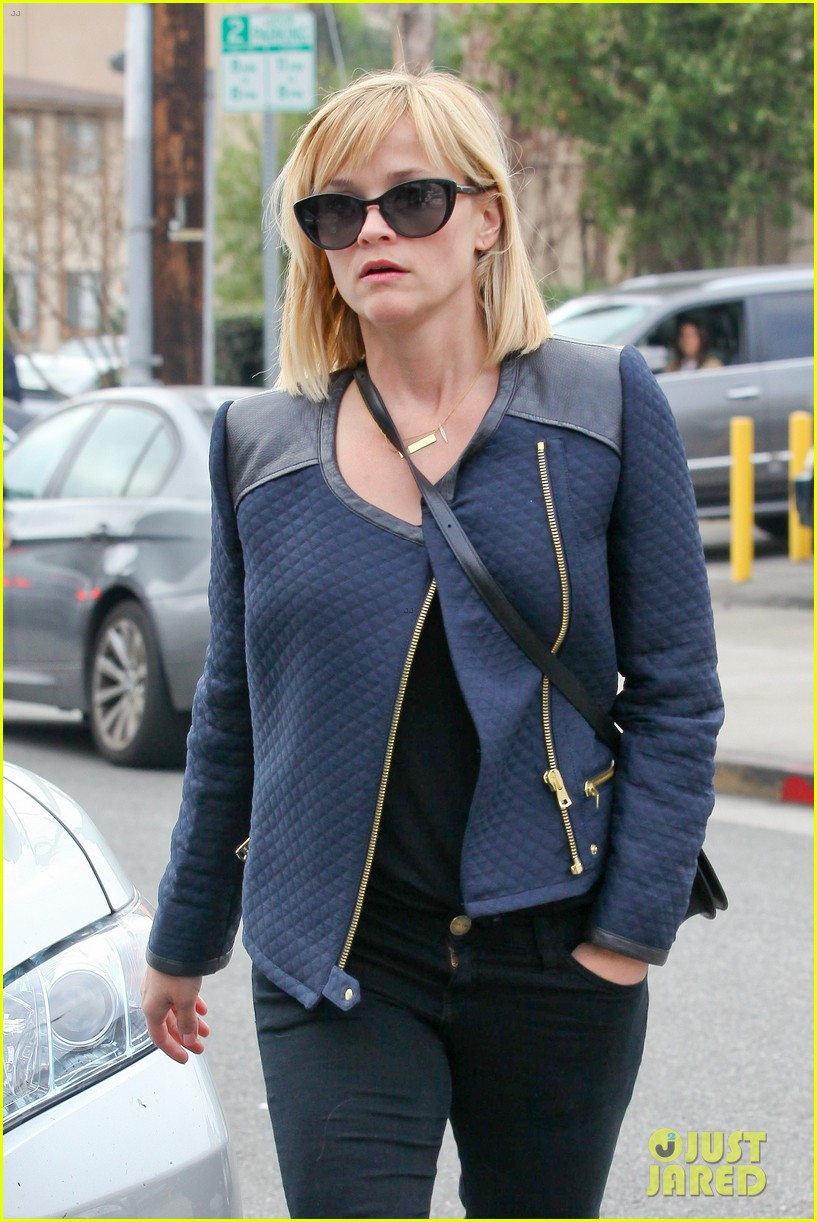 reese witherspoon golden globes presenter this weekend 113026396