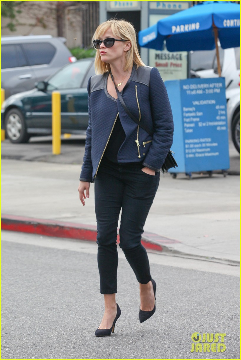 reese witherspoon golden globes presenter this weekend 12