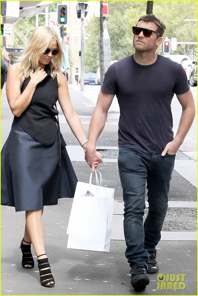 sam worthington lara bingle wear matching rings on that finger 163038662