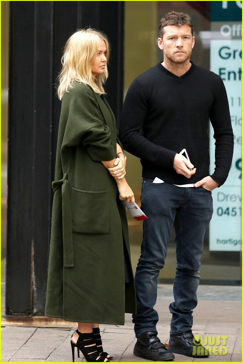 sam worthington lara bingle wear matching rings on that finger 29