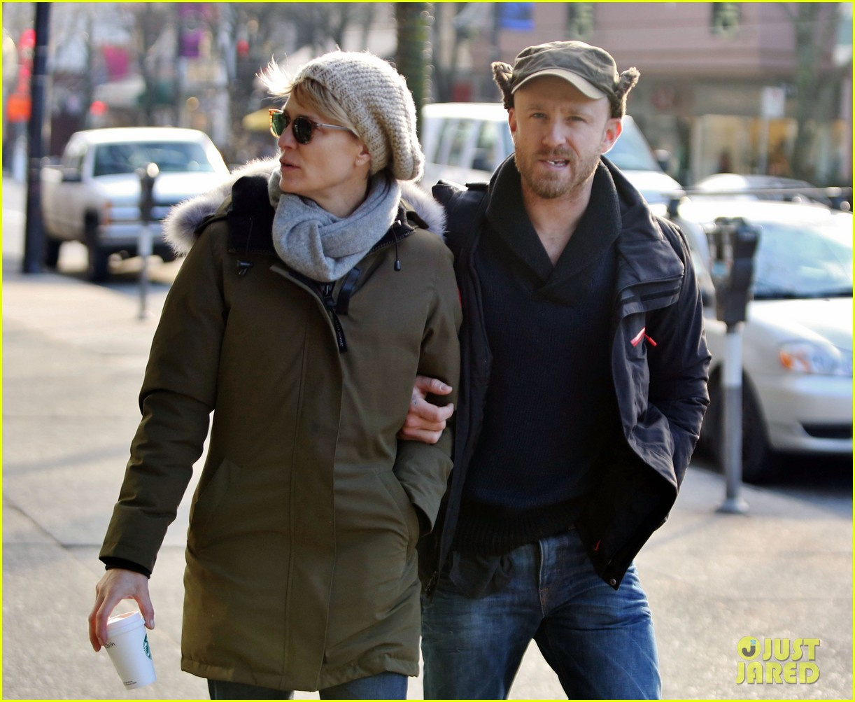 robin wright new fiance ben foster step out for daytime stroll 04