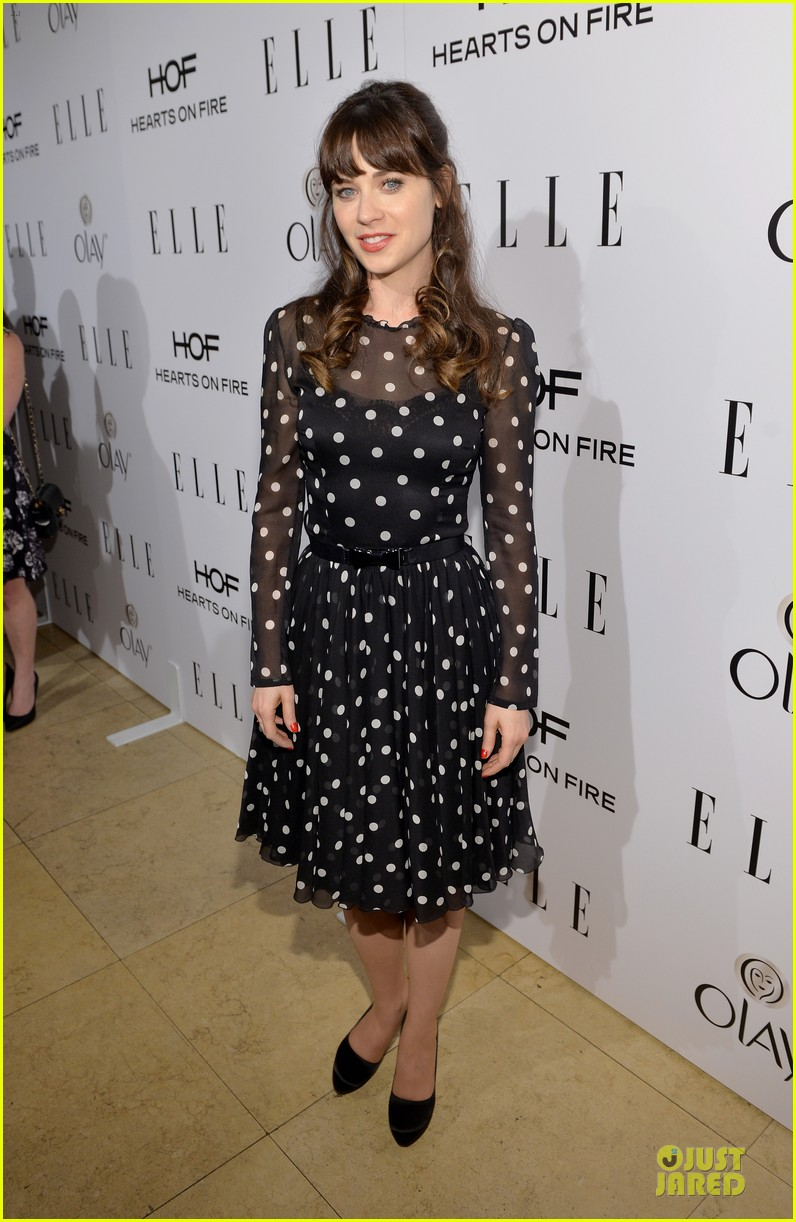 zooey deschanel mindy kaling elles women in tv celebration 2014 013038205