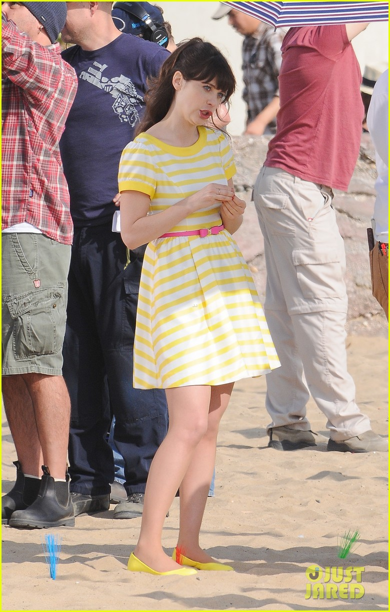 zooey deschanel new girl beach scenes with the cast 01