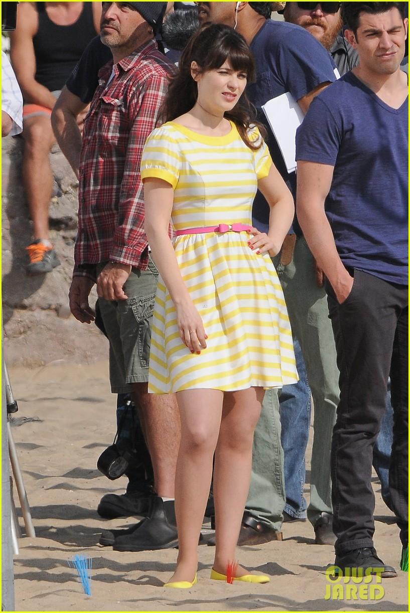zooey deschanel new girl beach scenes with the cast 11
