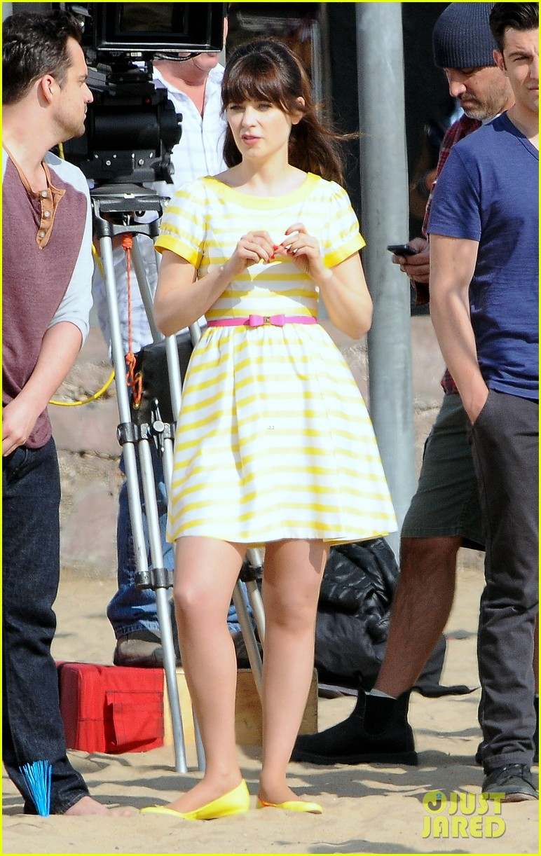 zooey deschanel new girl beach scenes with the cast 15