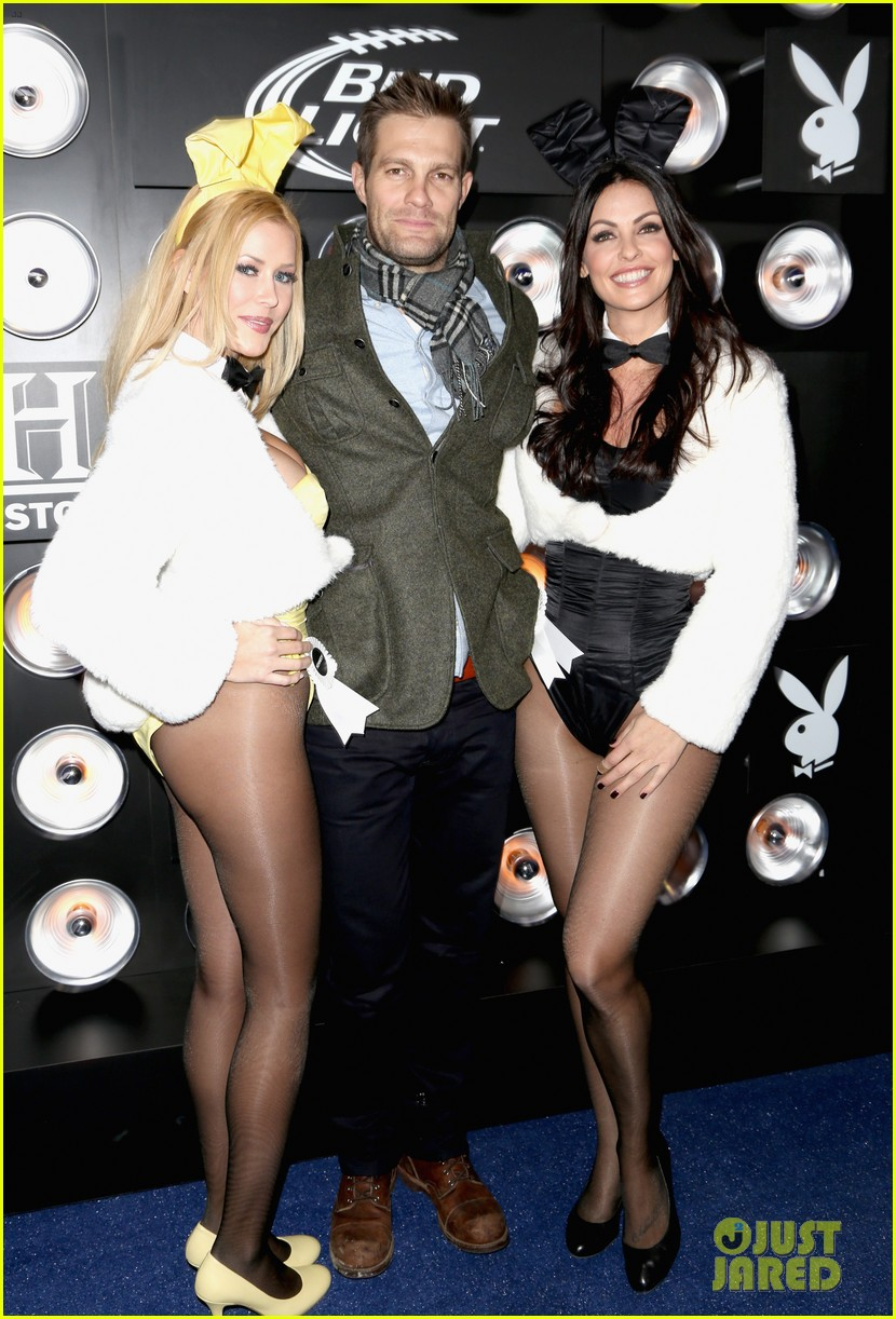 aaron paul zachary levi playboy super bowl party 2014 08