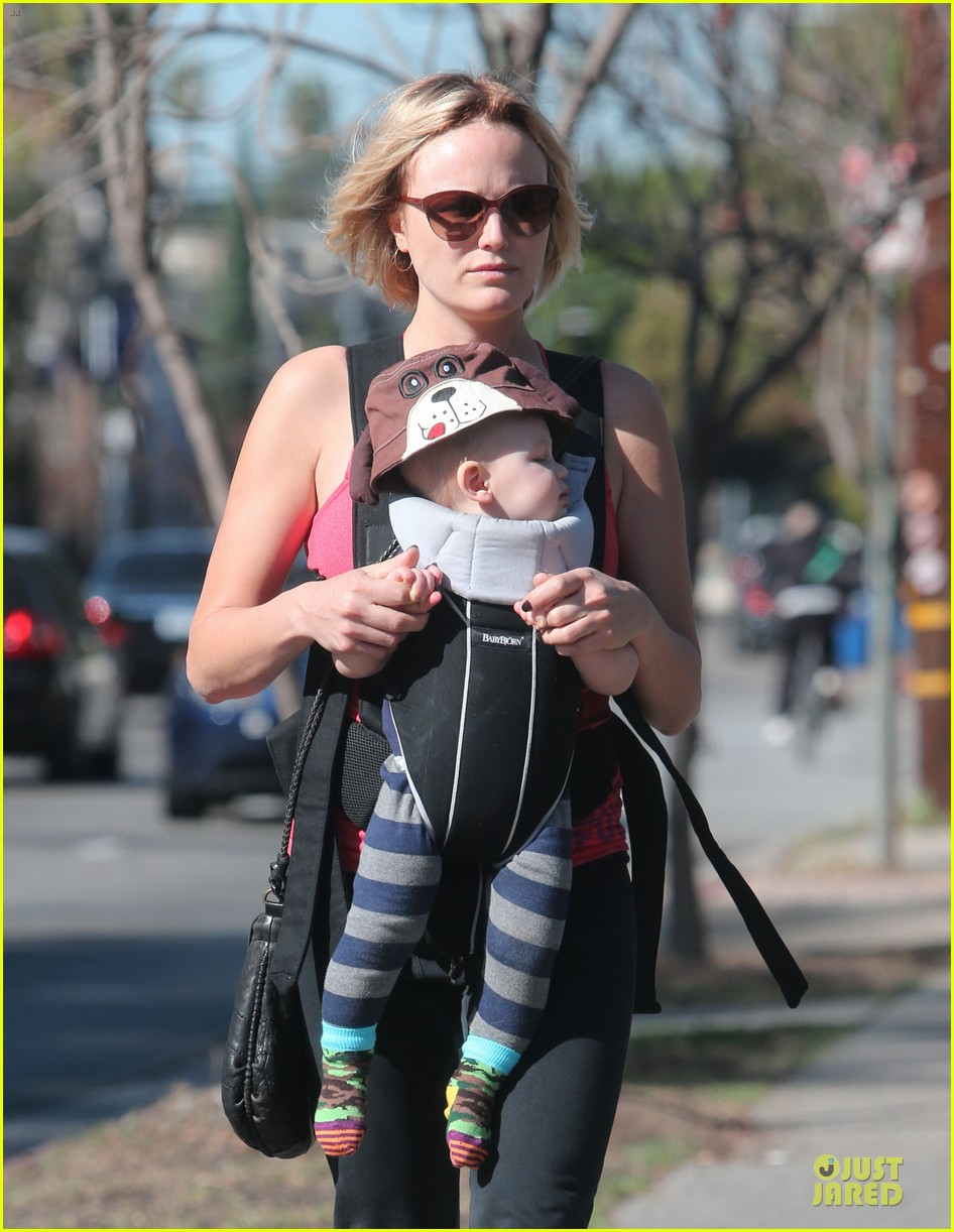 malin akerman sports shorter hair during stroll with sebastian 04