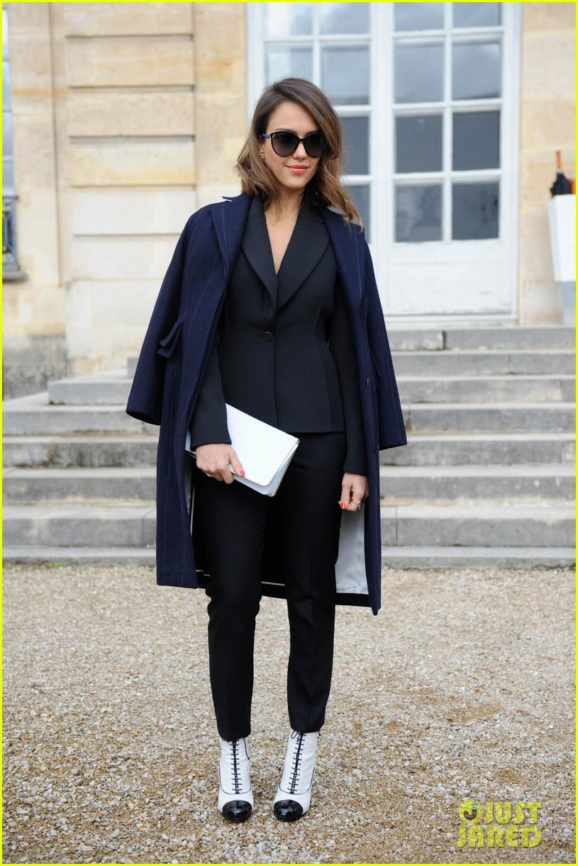 jessica alba emma roberts christian dior fashion show 133062349