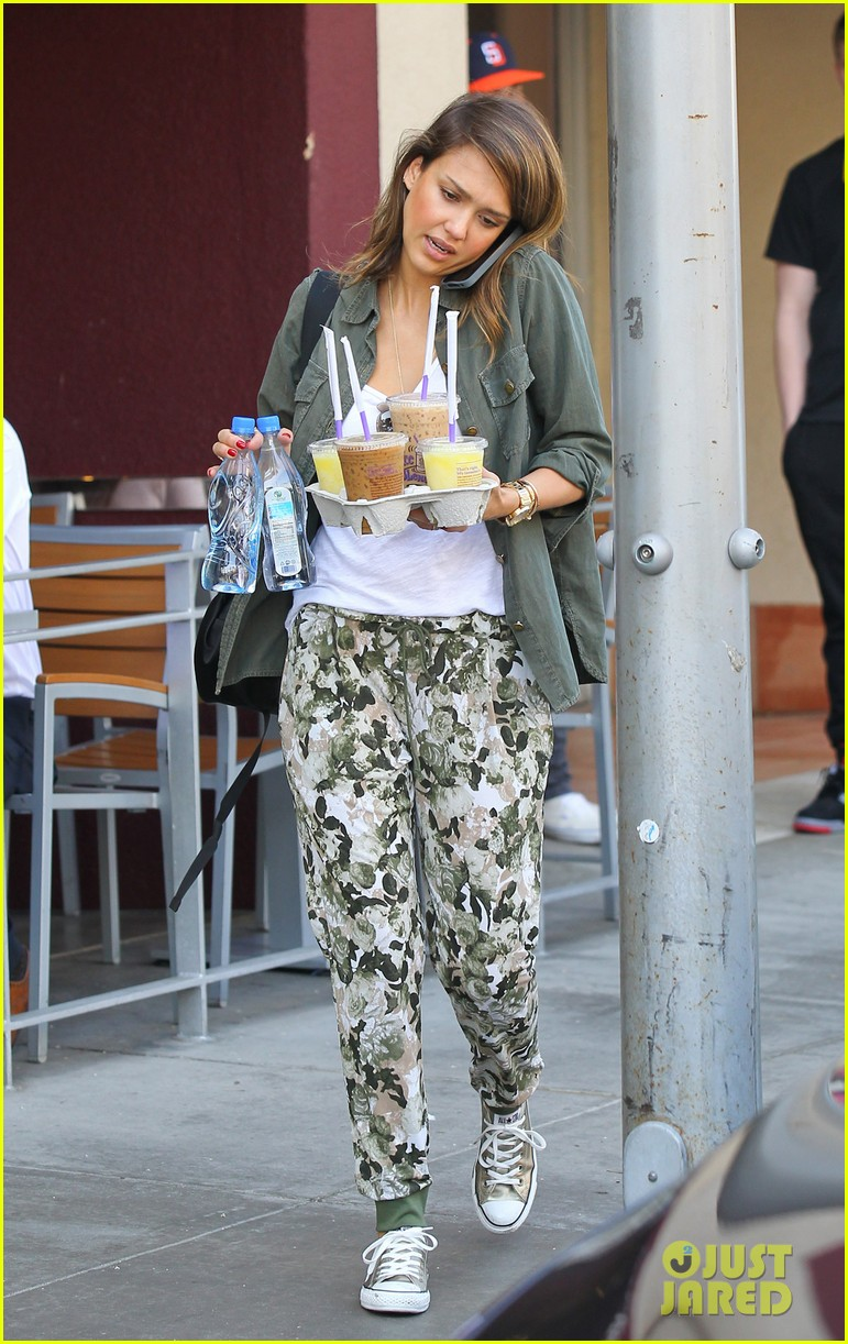 jessica alba is quite the multitasker in los angeles 07