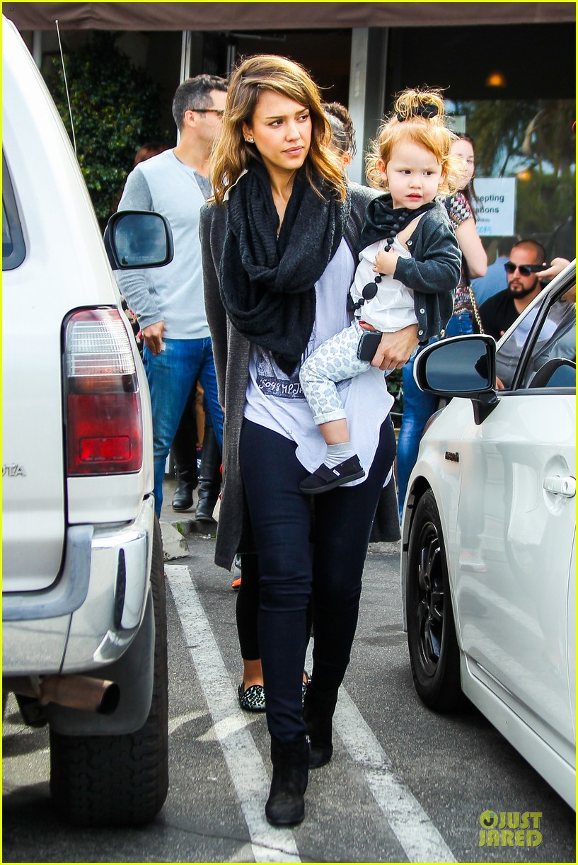 jessica alba cash warren empty handed target stop with the girls 113058590