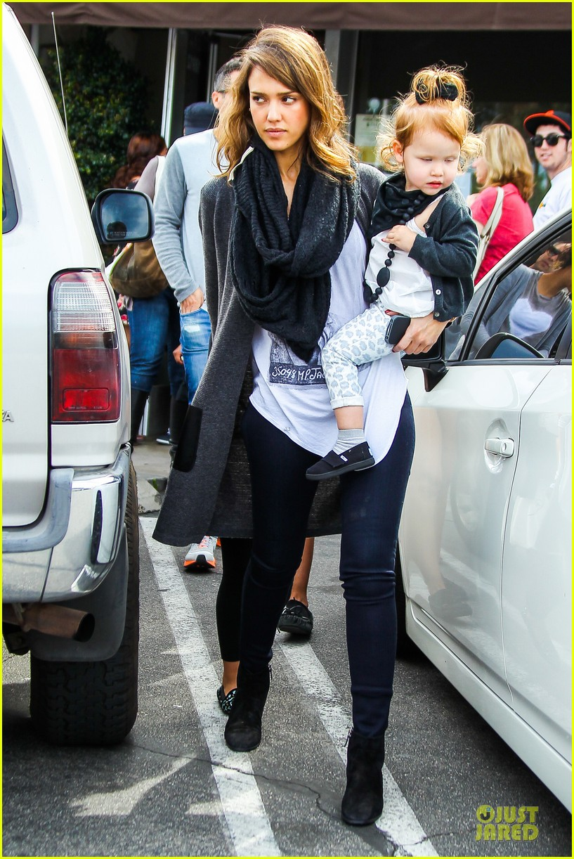 jessica alba cash warren empty handed target stop with the girls 12