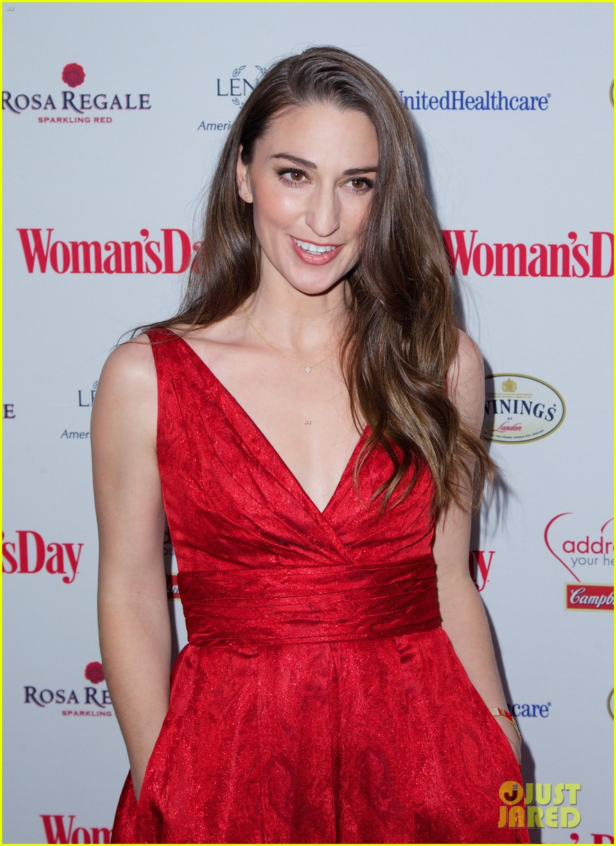 sara bareilles puts on her little red dress for womans day 203051774