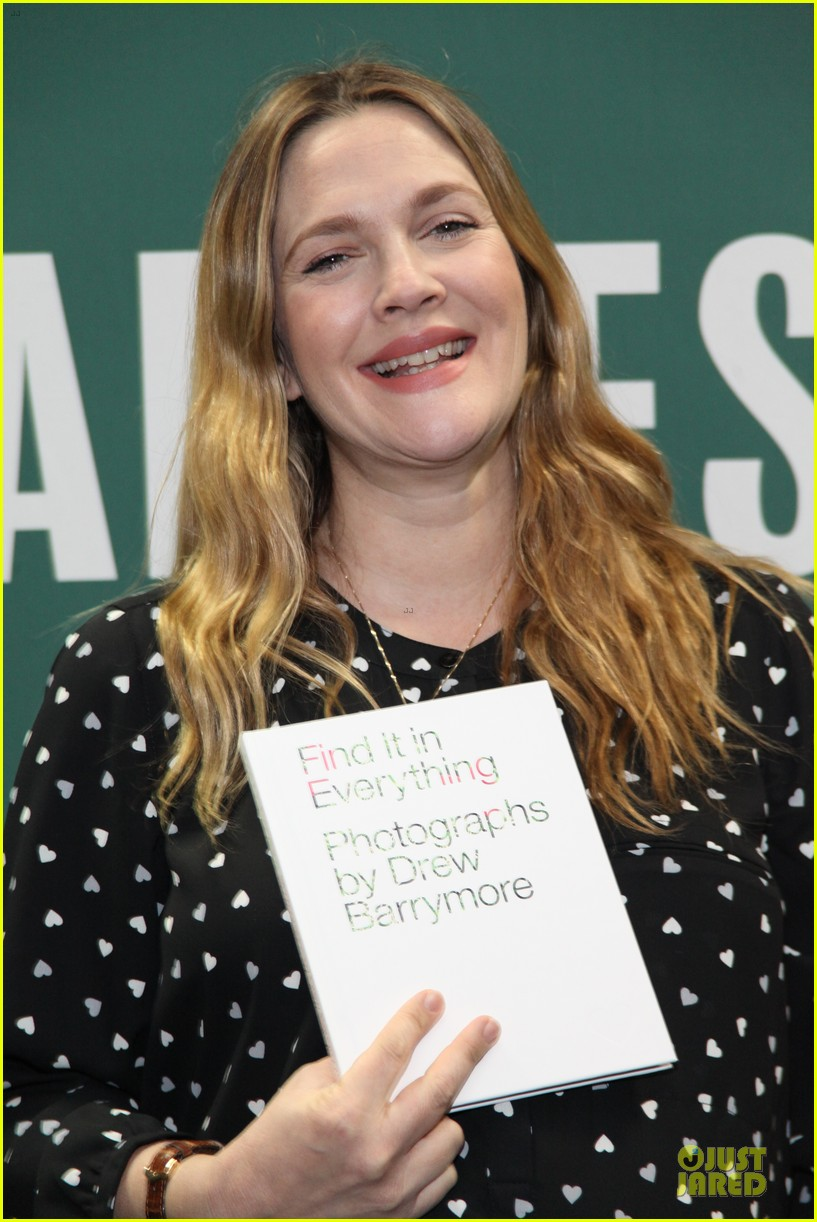 drew barrymore donates jeans to support teens for jeans 02