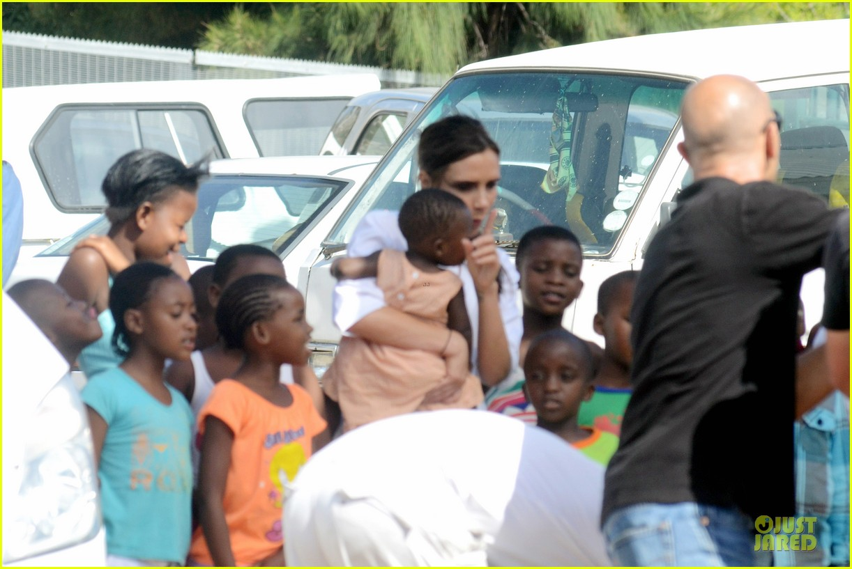 victoria beckham spends time with lalela children in cape town 05
