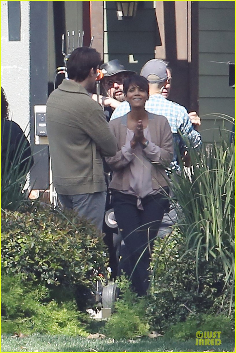 halle berry spends valentines day filming extant with goran visnjic 023053723