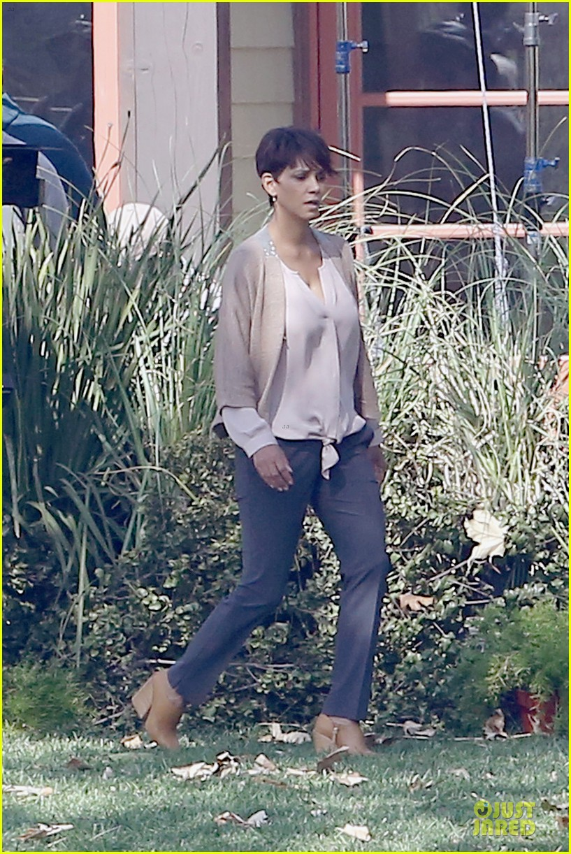 halle berry spends valentines day filming extant with goran visnjic 08