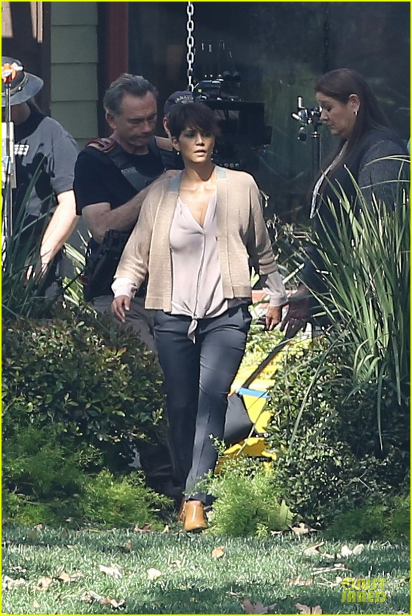 halle berry spends valentines day filming extant with goran visnjic 12