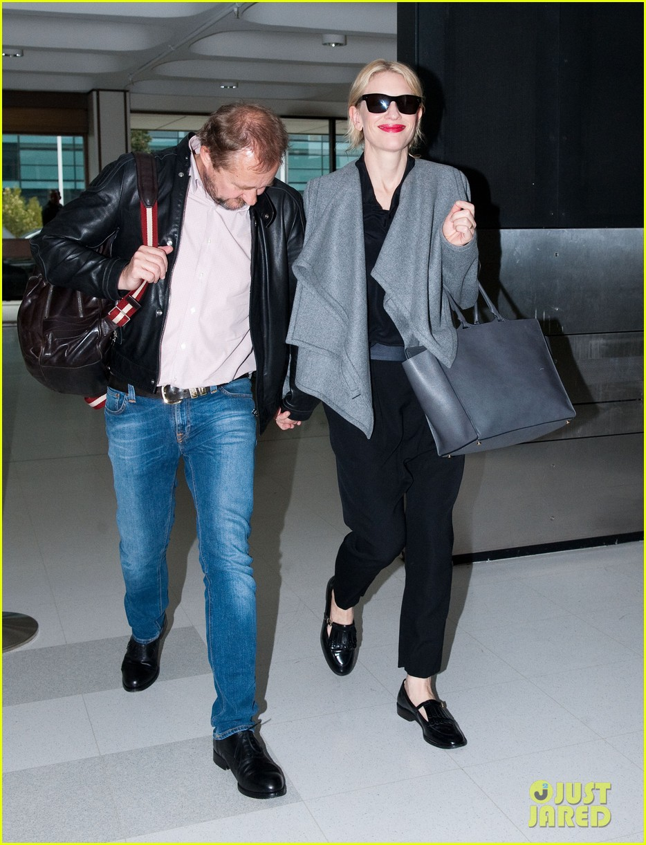cate blanchett flies out of sydney en route to the oscars 2014 13