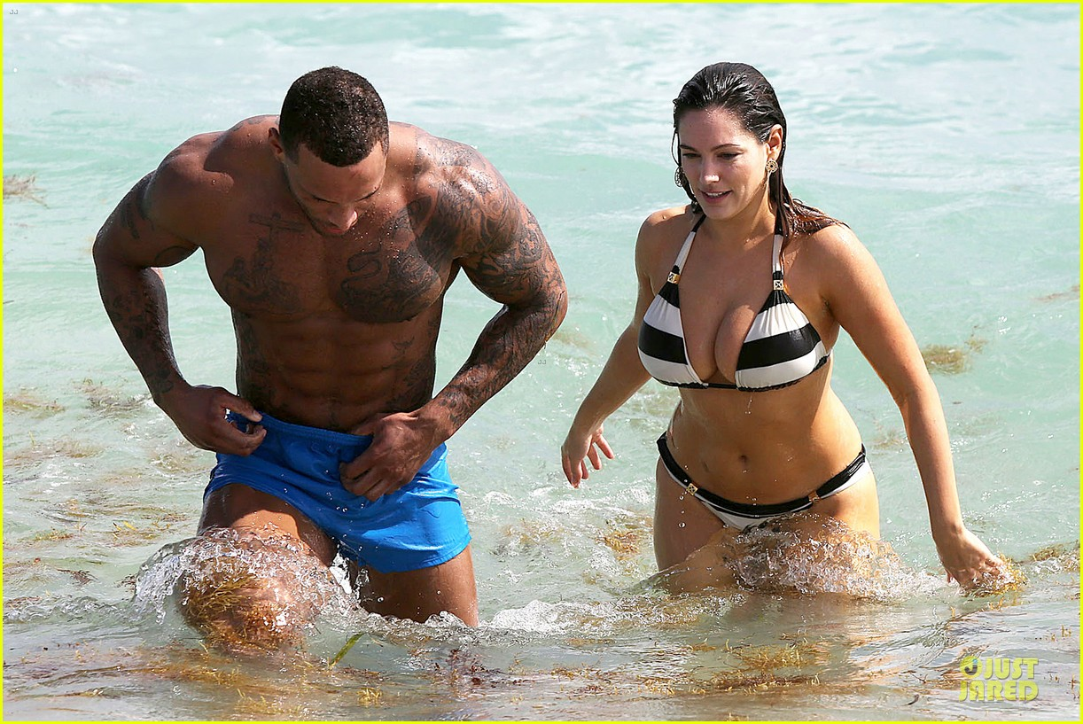kelly brook frolicks on the beach with boyfriend david mcintosh 103047540