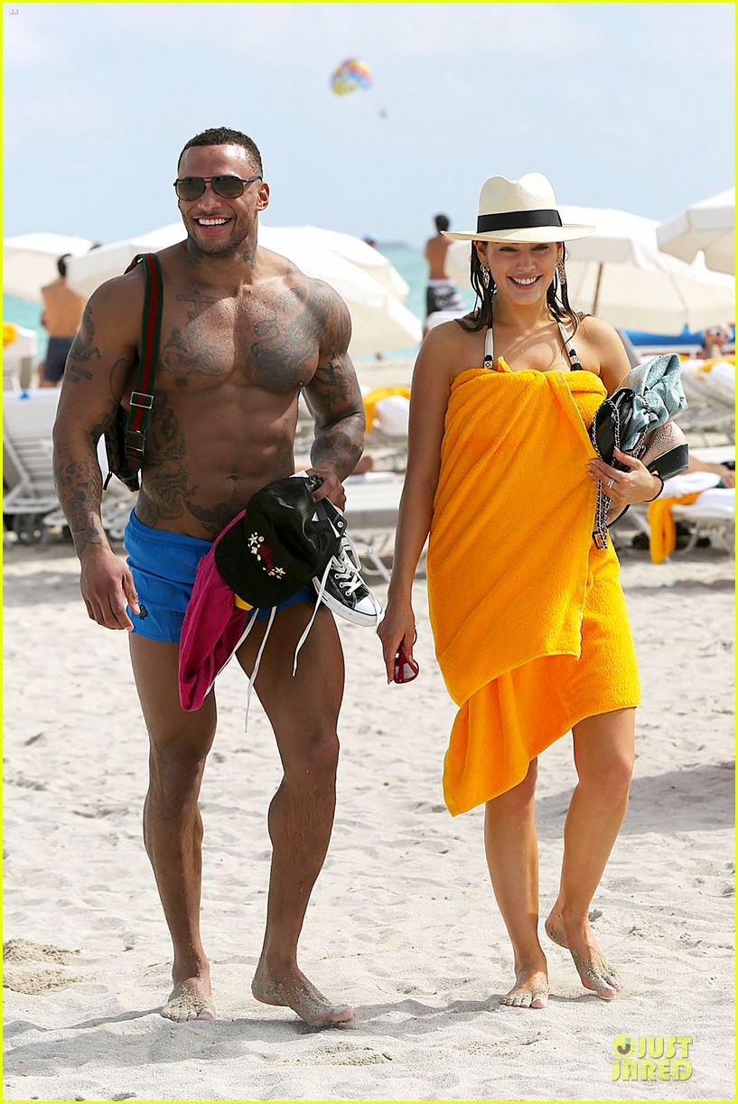 kelly brook frolicks on the beach with boyfriend david mcintosh 12