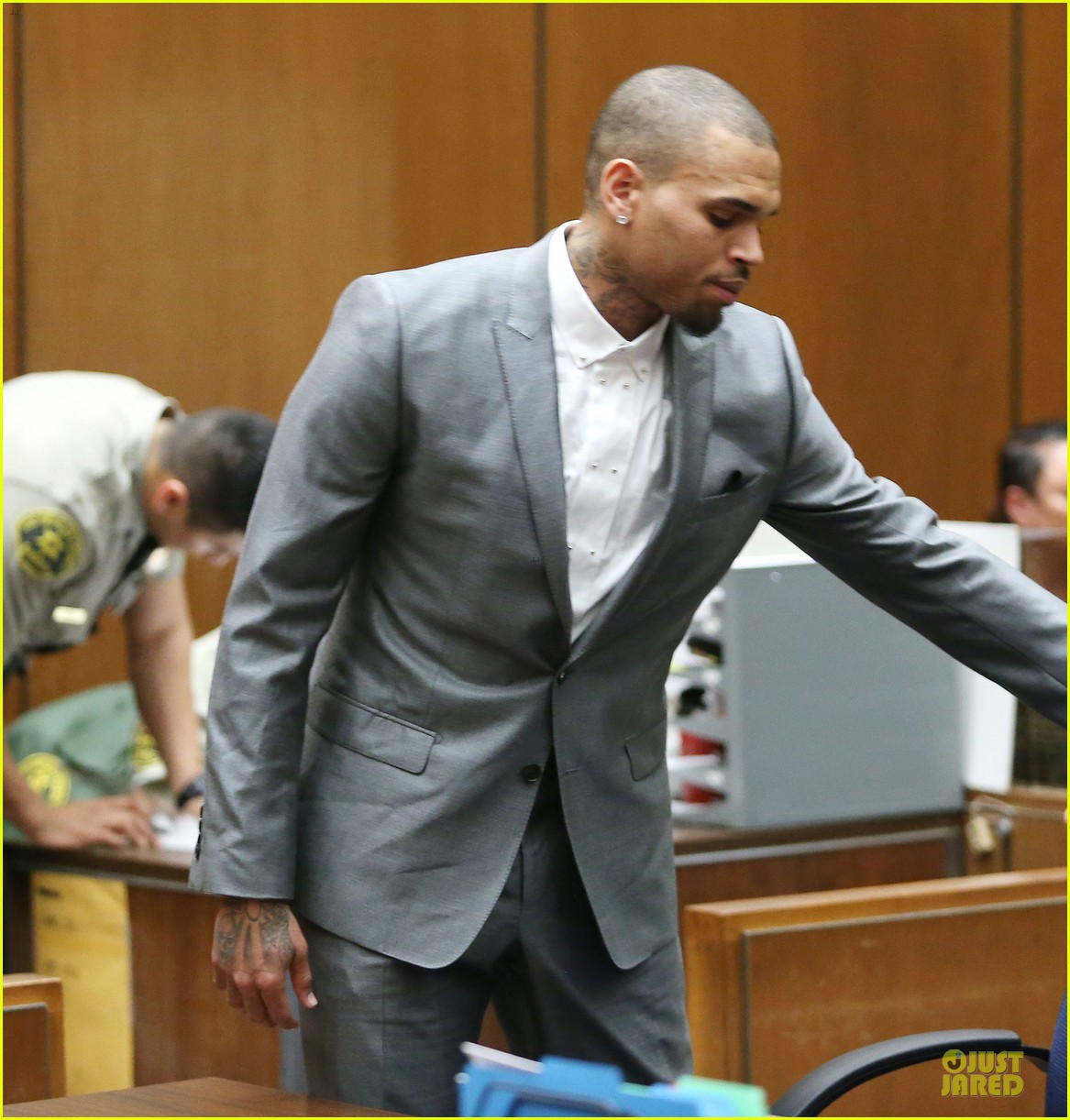 chris brown diagnosed with bipolar disorder ptsd staying in rehab for 2 more months 05