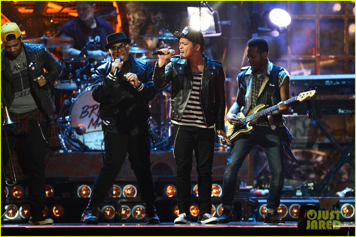 bruno mars performs treasure at brit awards 2014 video 073056375
