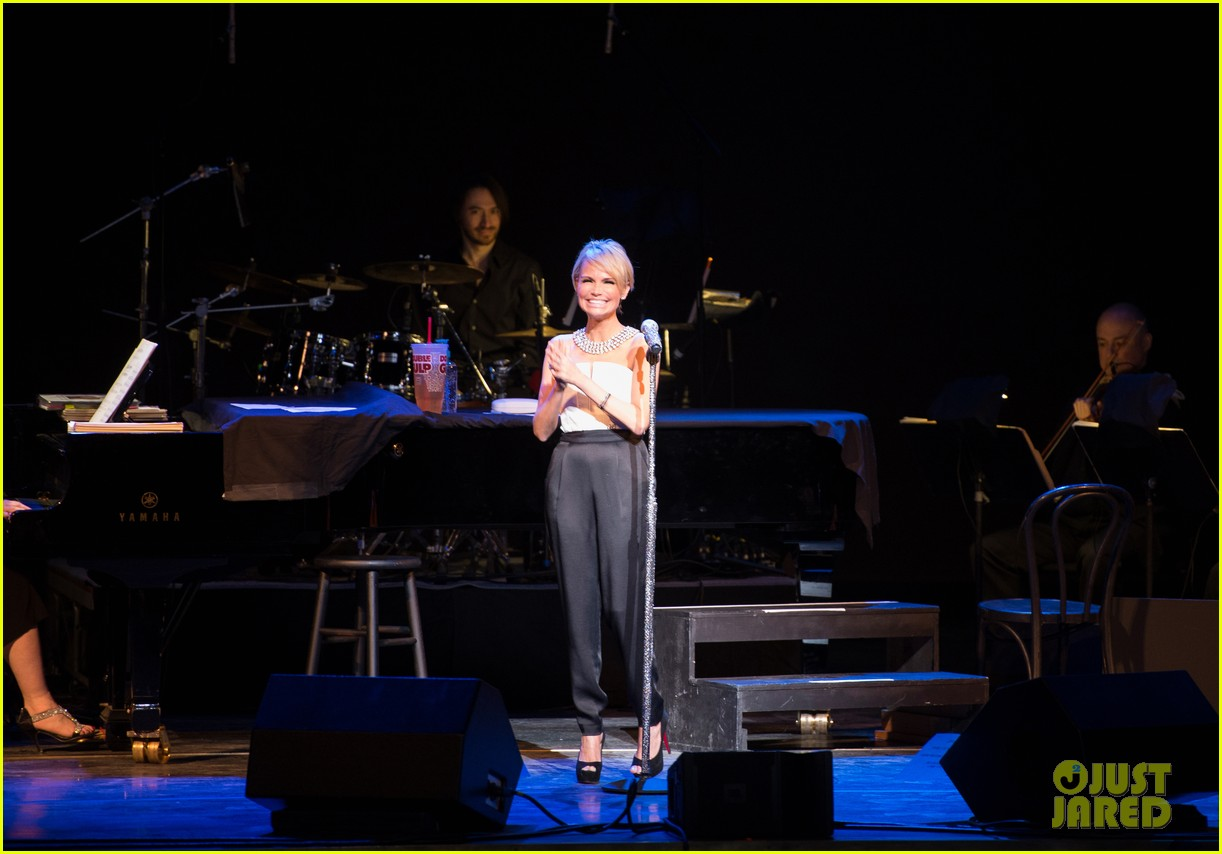 kristin chenoweth i will tour in the uk soon 033061161