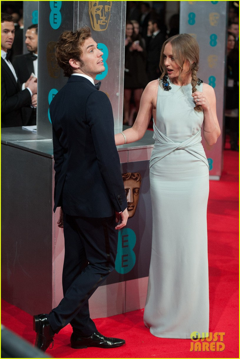 sam claflin baftas 2014 red carpet 03
