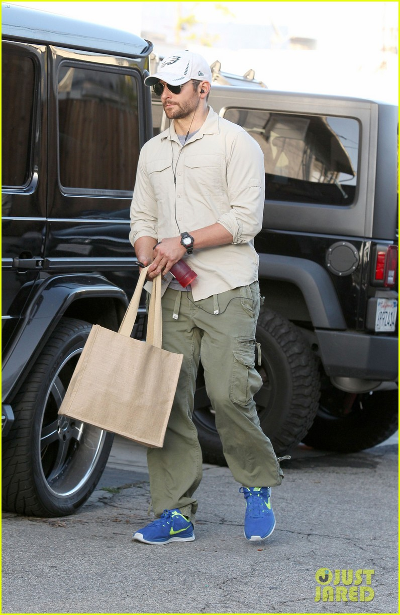 bradley cooper runs some errands before oscars weekend 03