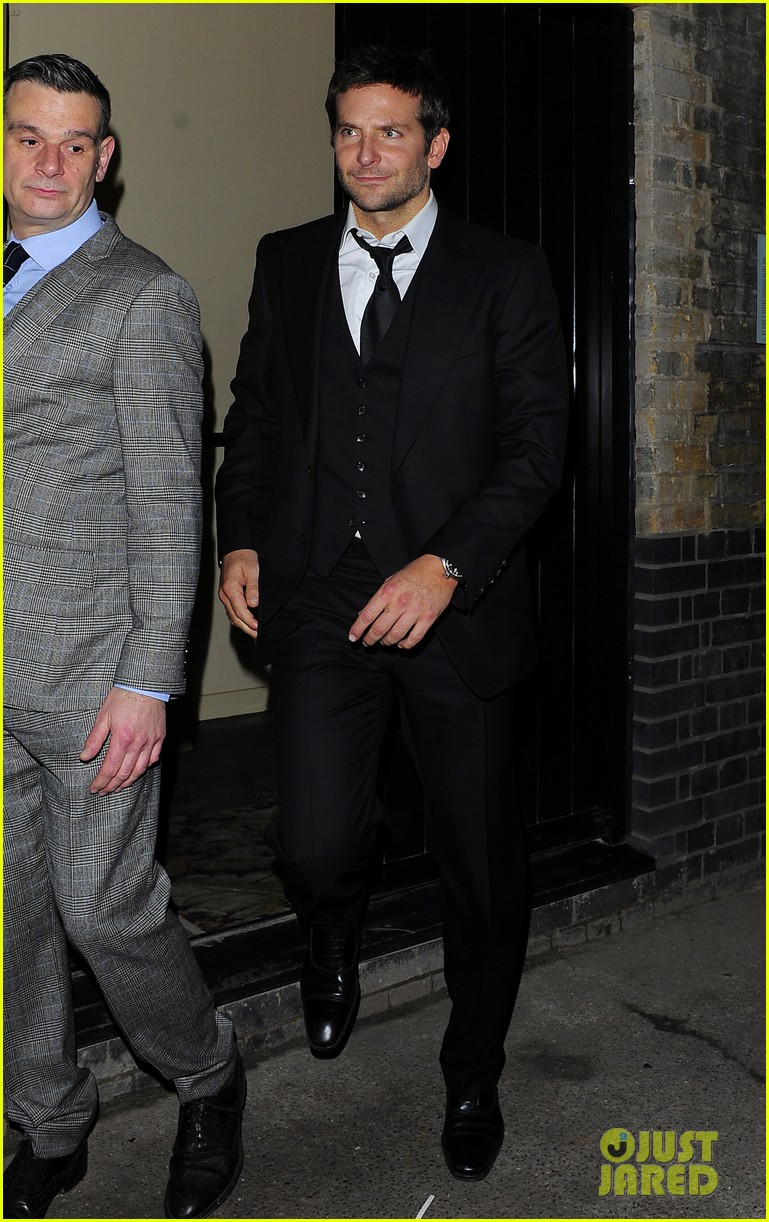 bradley cooper suki waterhouse pre baftas party pair 05
