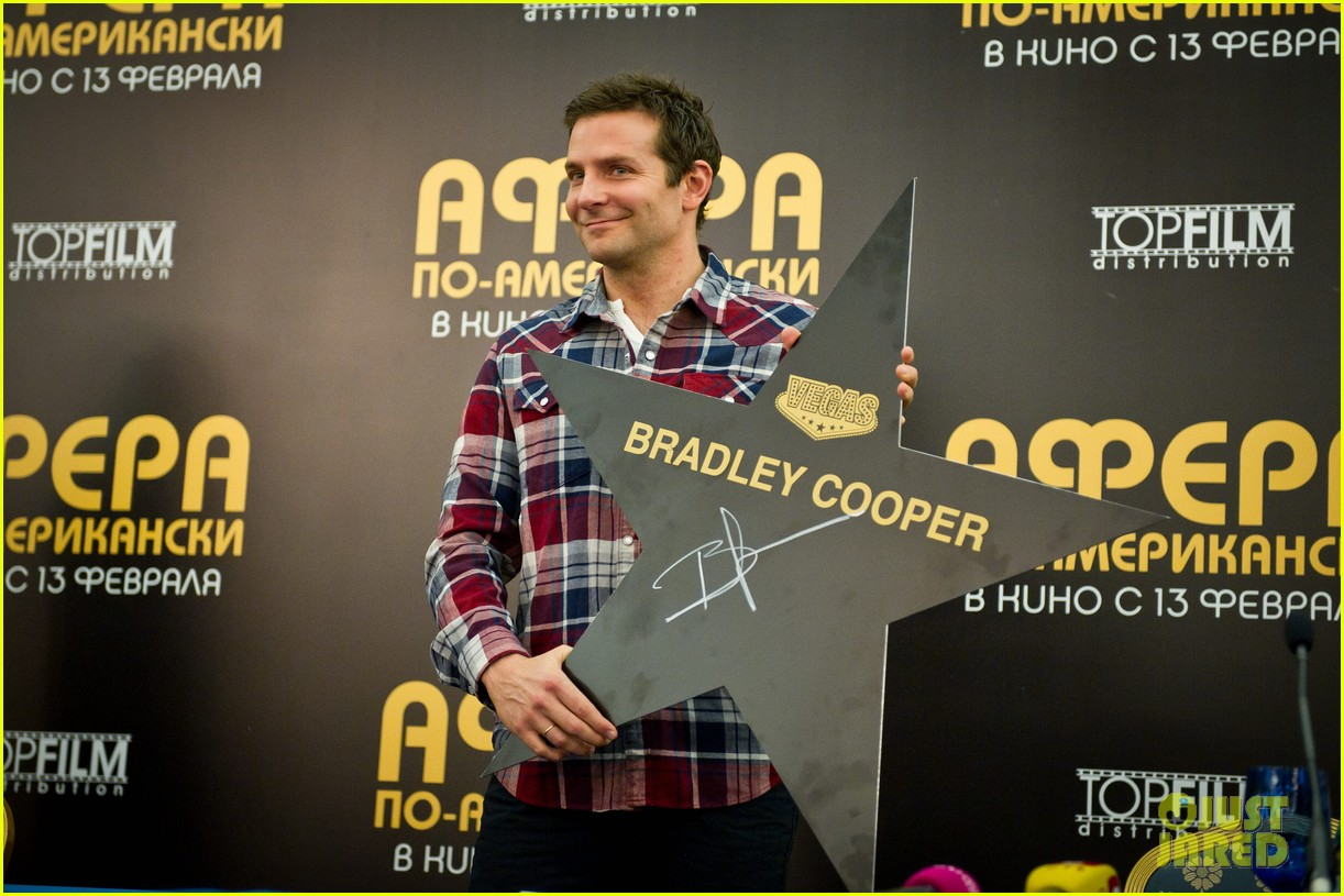 bradley cooper receives star while promoting american hustle in moscow 043048002