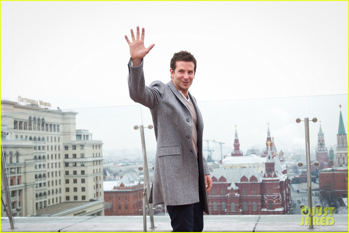 bradley cooper receives star while promoting american hustle in moscow 05