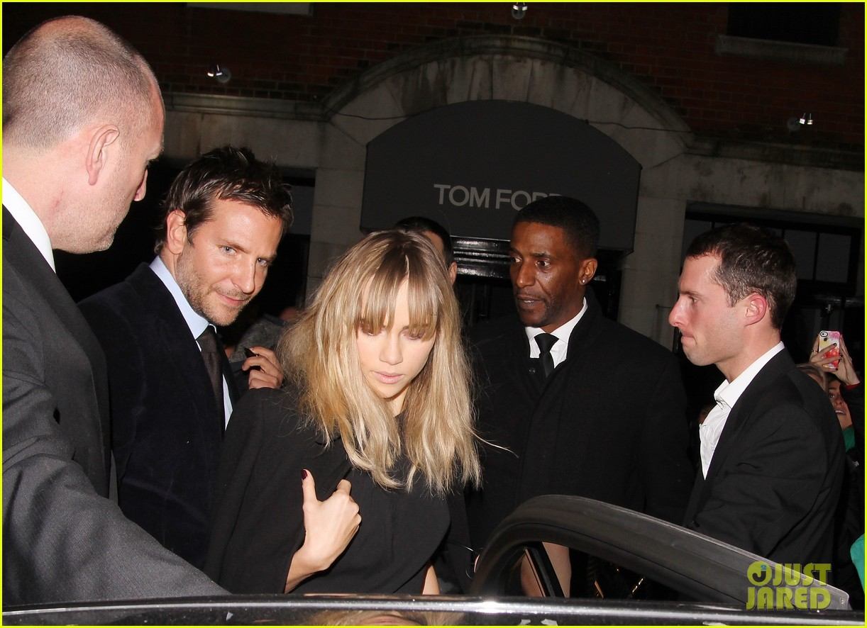 bradley cooper suki waterhouse tom ford fashion show 043055283