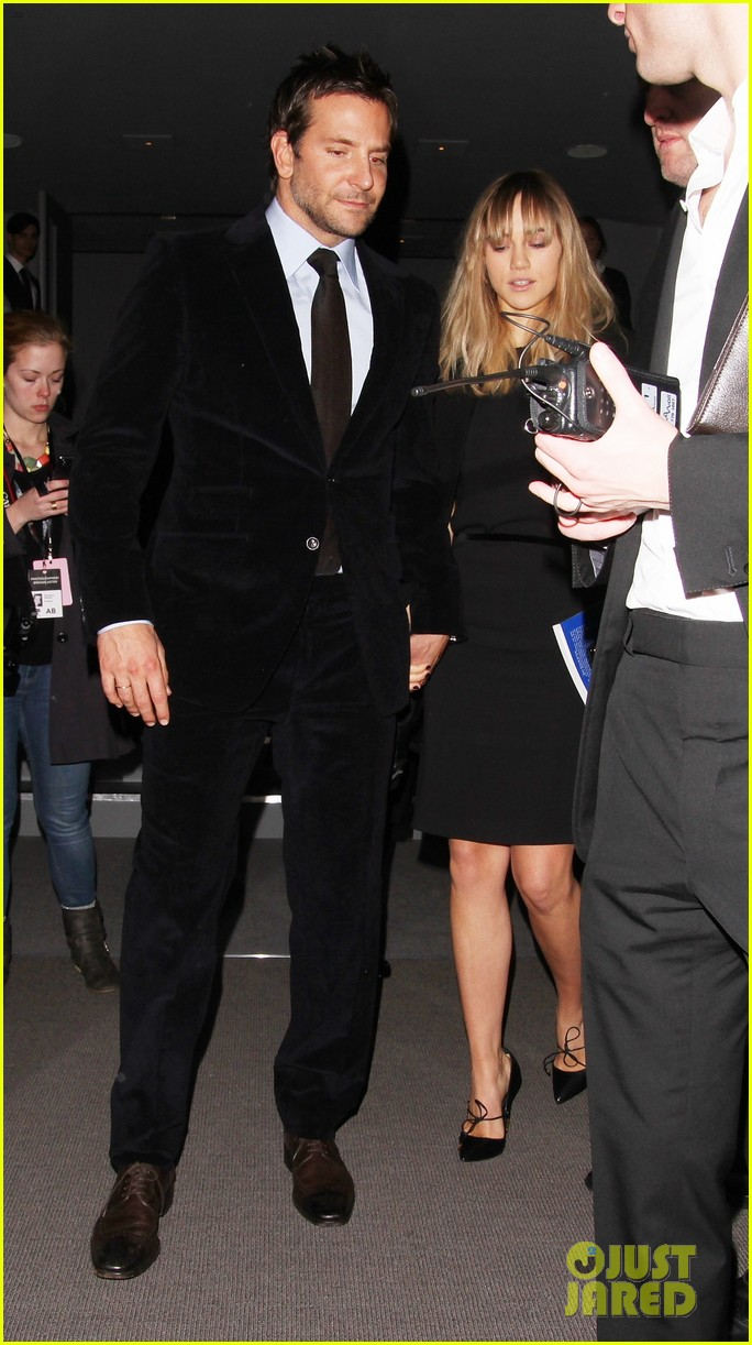 bradley cooper suki waterhouse tom ford fashion show 05