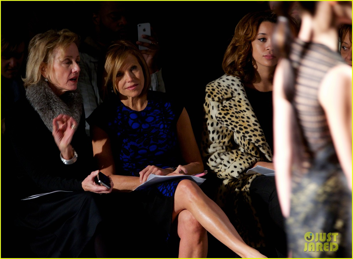 katie couric vanessa williams carmen marc valvo fashion show 09