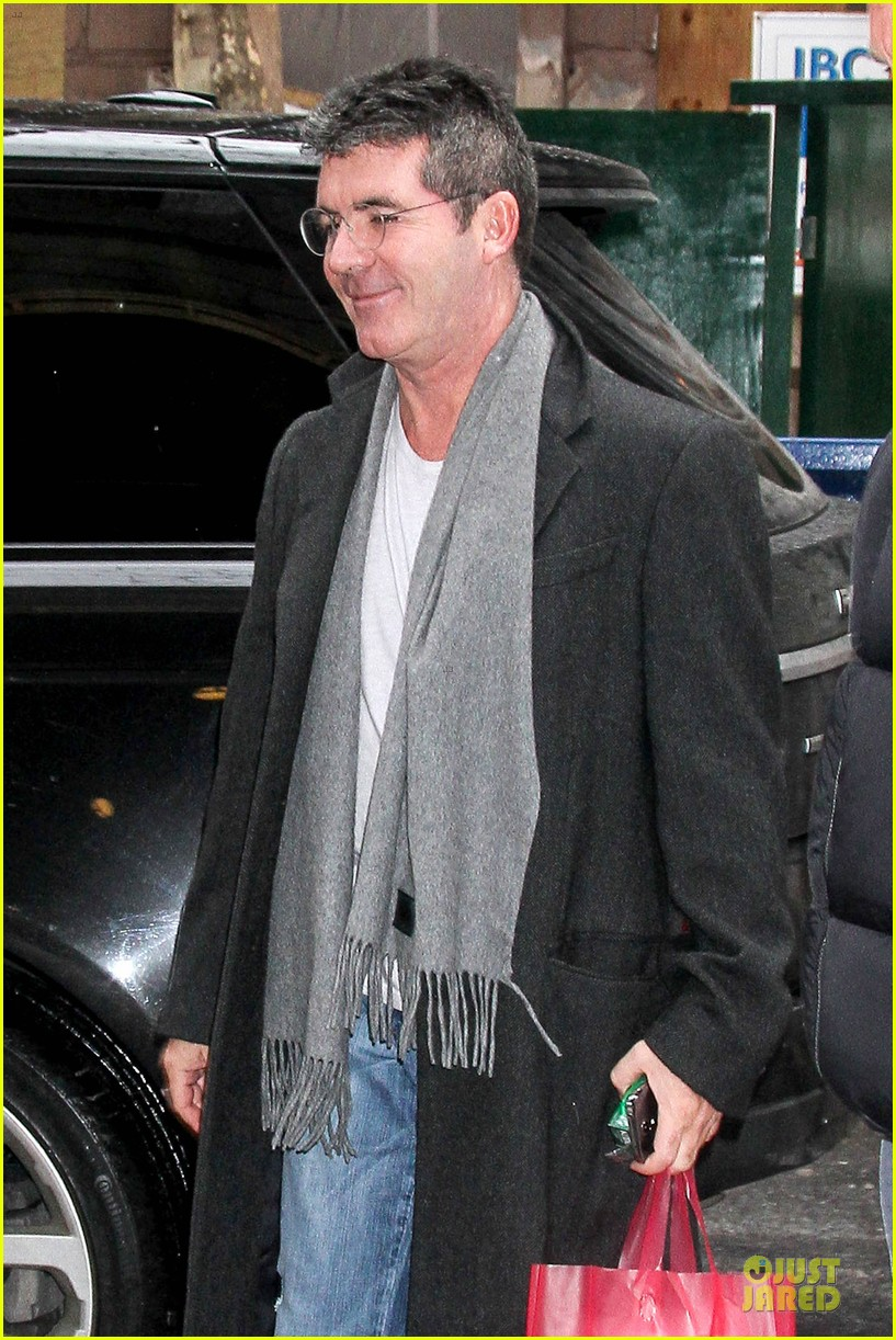 simon cowell steps out after welcoming baby boy eric 143053960
