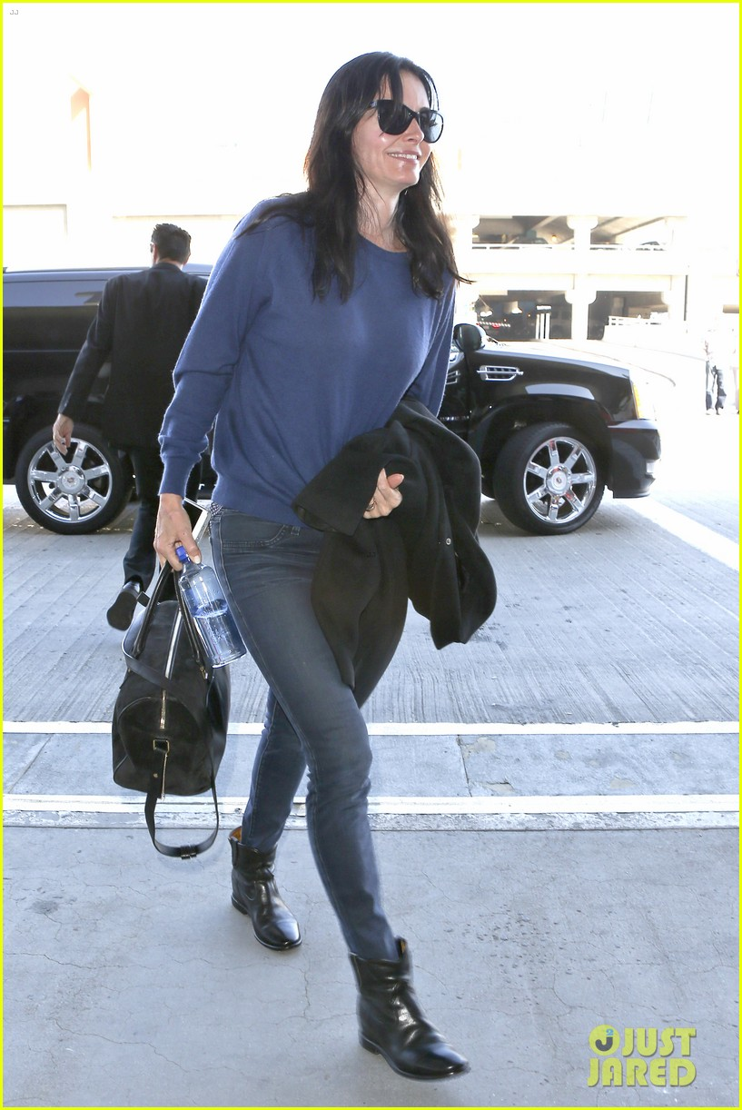 courteney cox boyfriend johnny mcdaid valentines day flight with coco 07