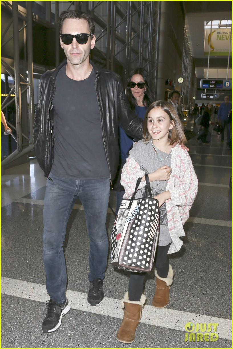 courteney cox boyfriend johnny mcdaid valentines day flight with coco 12