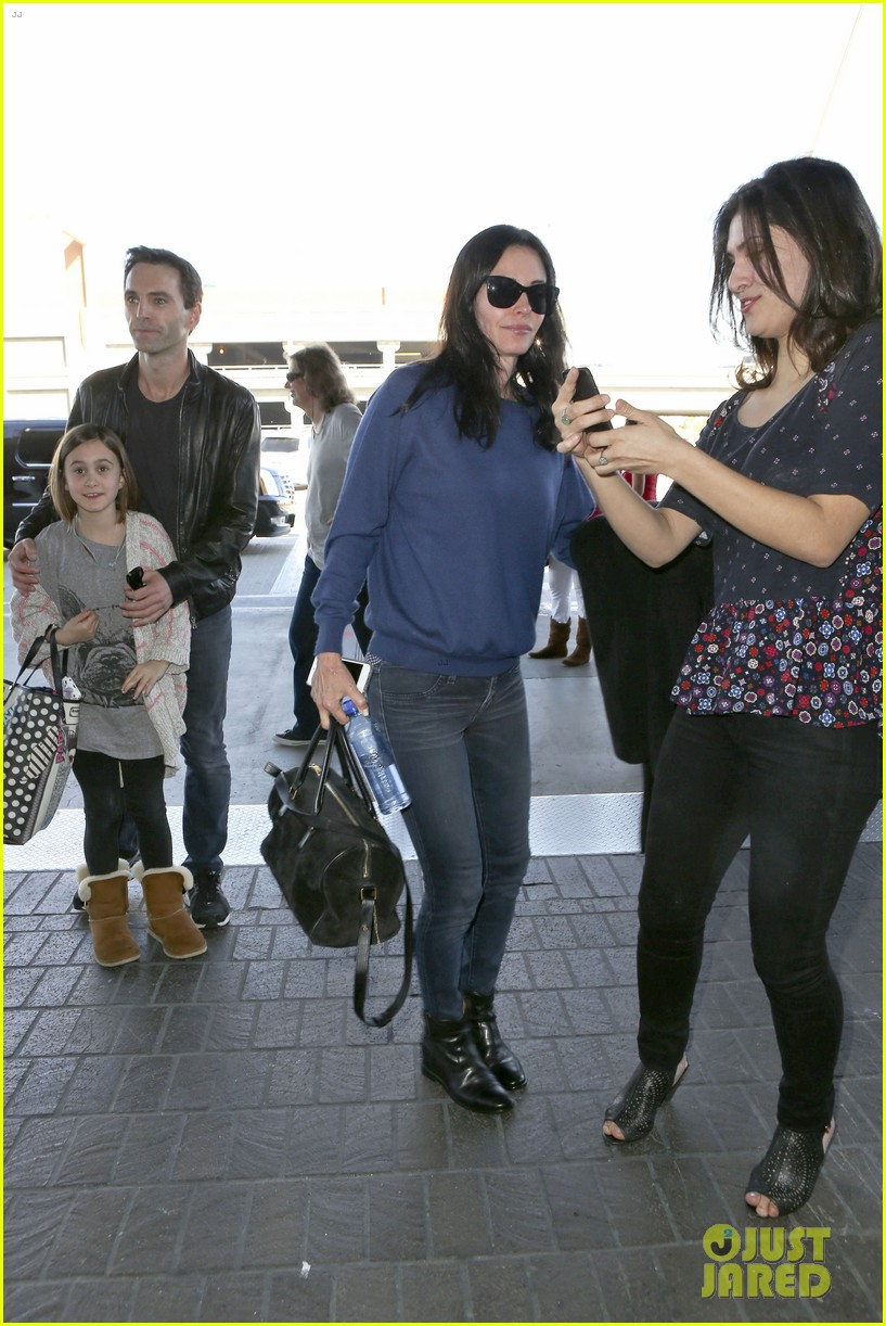 courteney cox boyfriend johnny mcdaid valentines day flight with coco 203054266