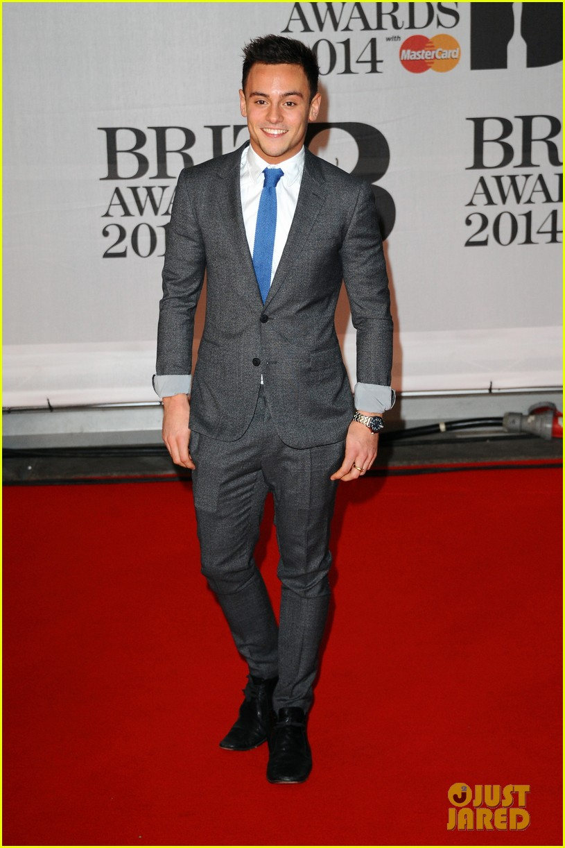 tom daley brit awards 2014 red carpet 01