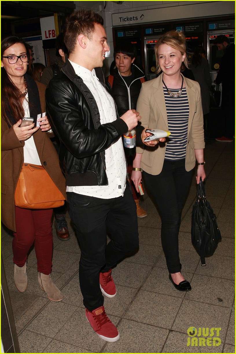 tom daley steps out with his dustin lance black phone case 053061988