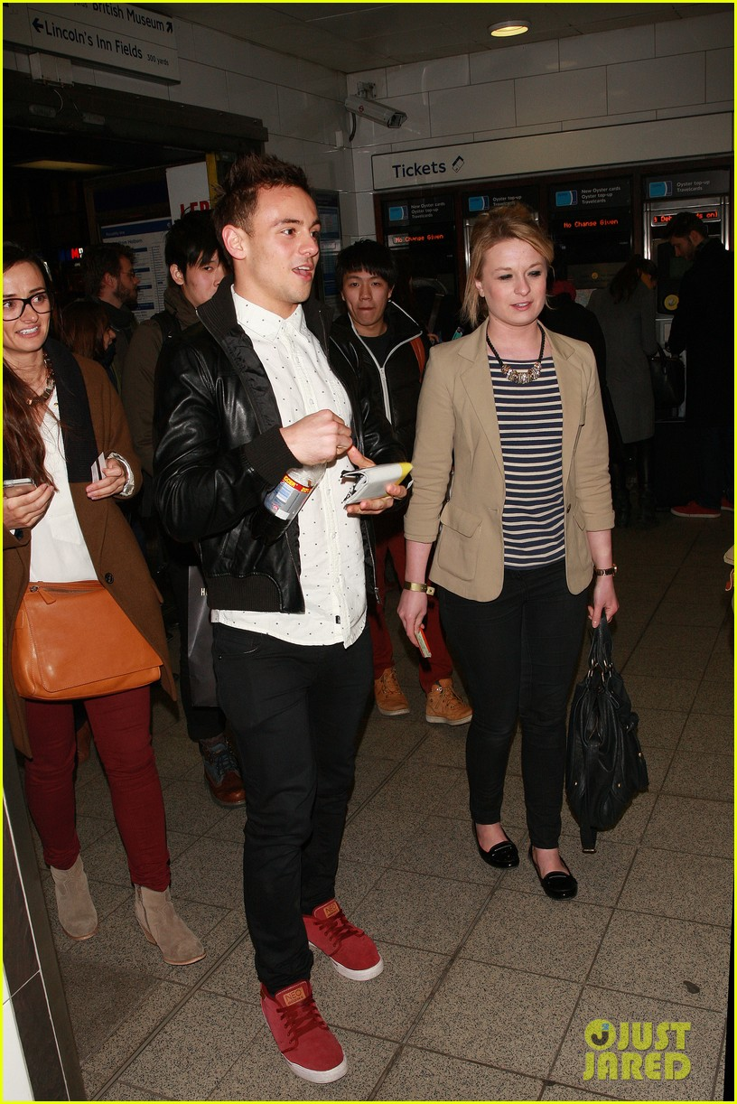 tom daley steps out with his dustin lance black phone case 08