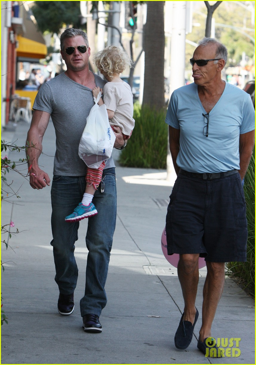 eric dane is one hot dad while stepping out with his daughter 12