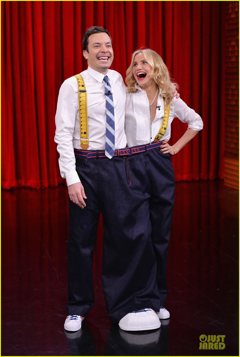 cameron diaz jimmy fallon share huge pants for tonight show dance 01