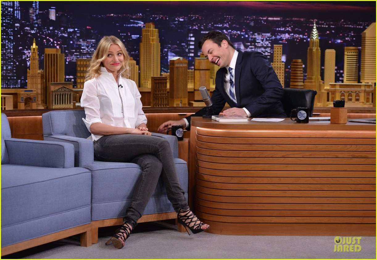 cameron diaz jimmy fallon share huge pants for tonight show dance 08