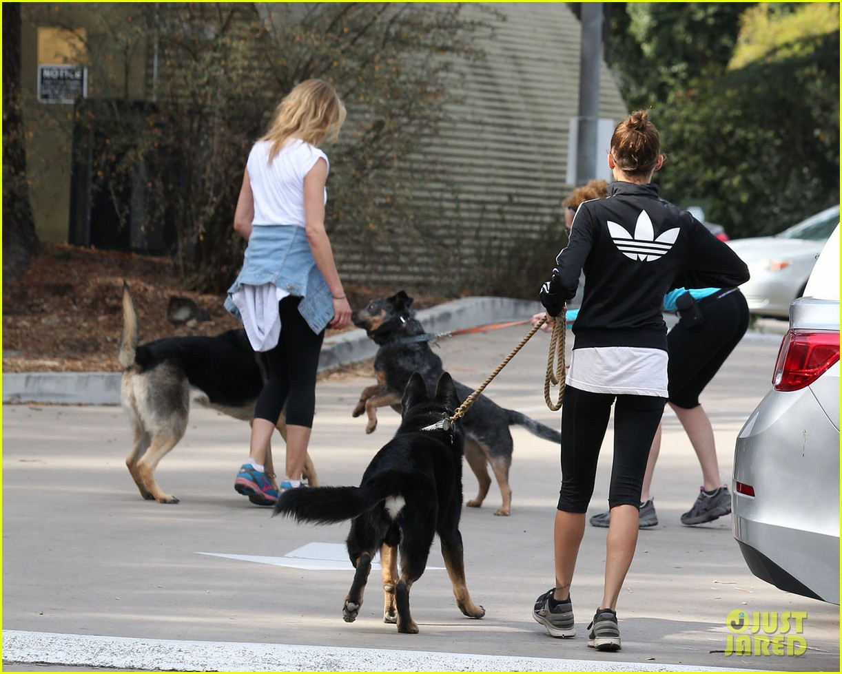 cameron diaz nicole richie walk their dogs together 08
