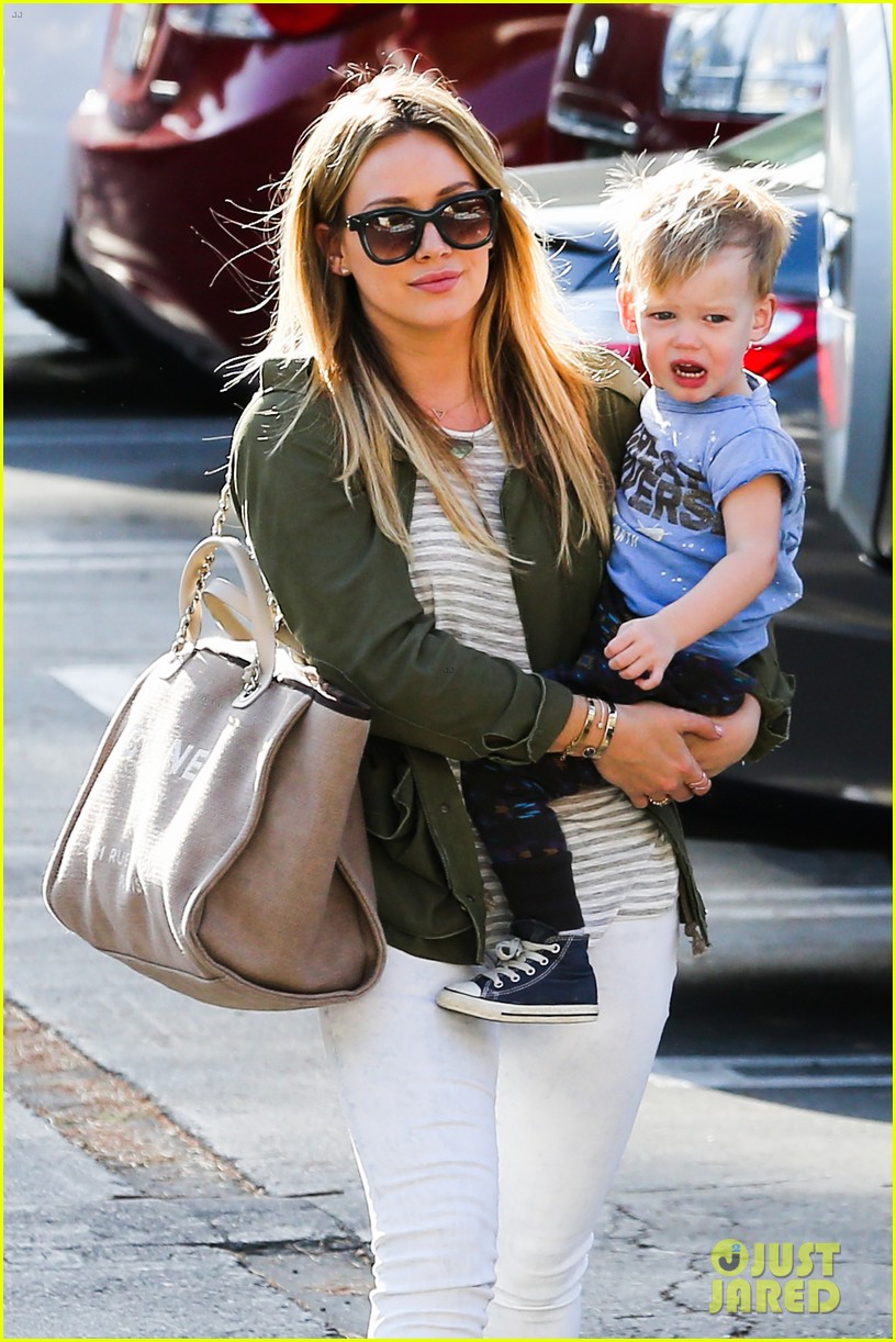 hilary duff beverly hills shopper with son luca 023057879