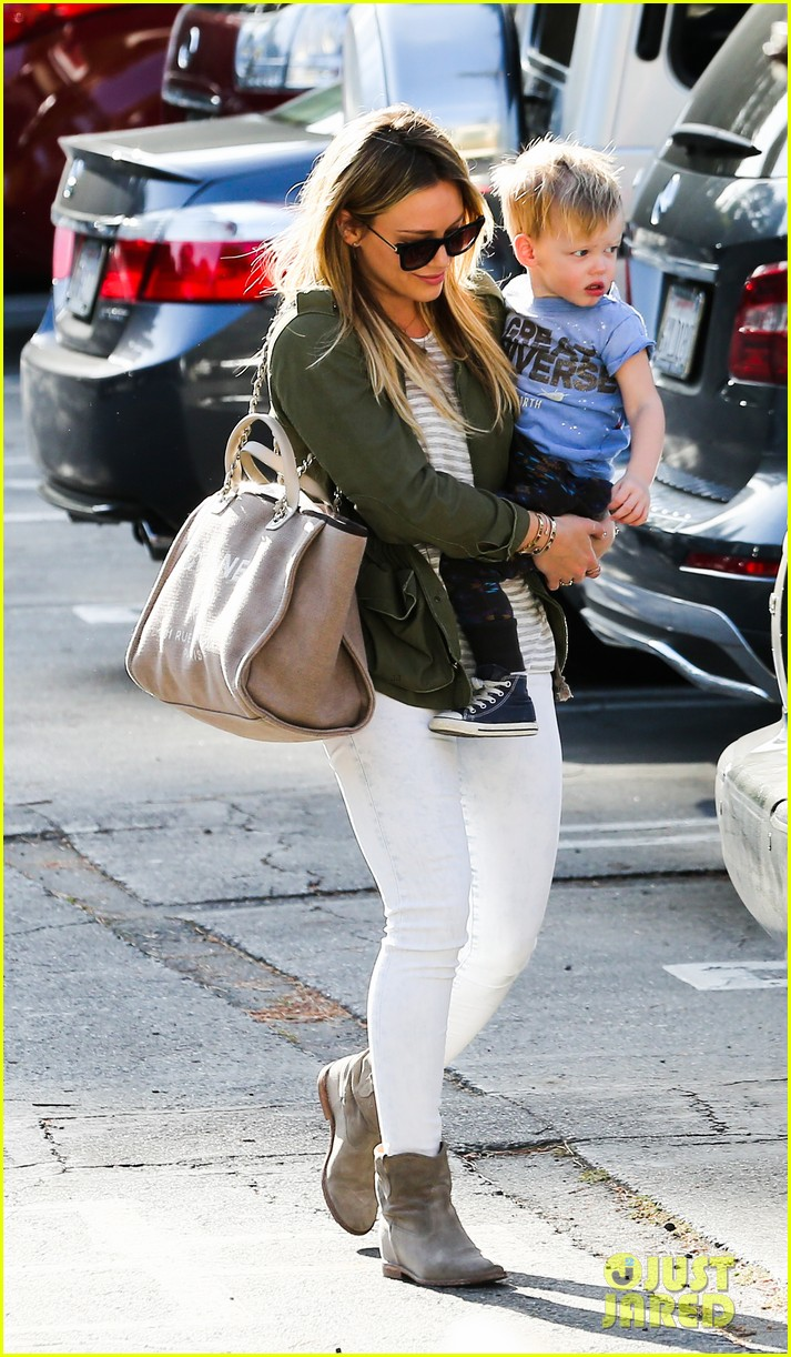 hilary duff beverly hills shopper with son luca 17